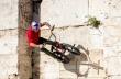 Video: ΒΜΧ ride στην raw Αθήνα με τον Πάνο Μανάρα