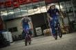 Τι συμβαίνει όταν δύο BMX riders κλειδώνονται σε ένα DIY κατάστημα;