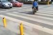 Στην Κίνα τιμωρούν τους πεζούς που περνούν το κόκκινο φανάρι με... ψεκασμό!