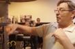 Πρωταθλητής δείχνει πώς γίνεται η εξάσκηση σε αχλάδι πυγμαχίας