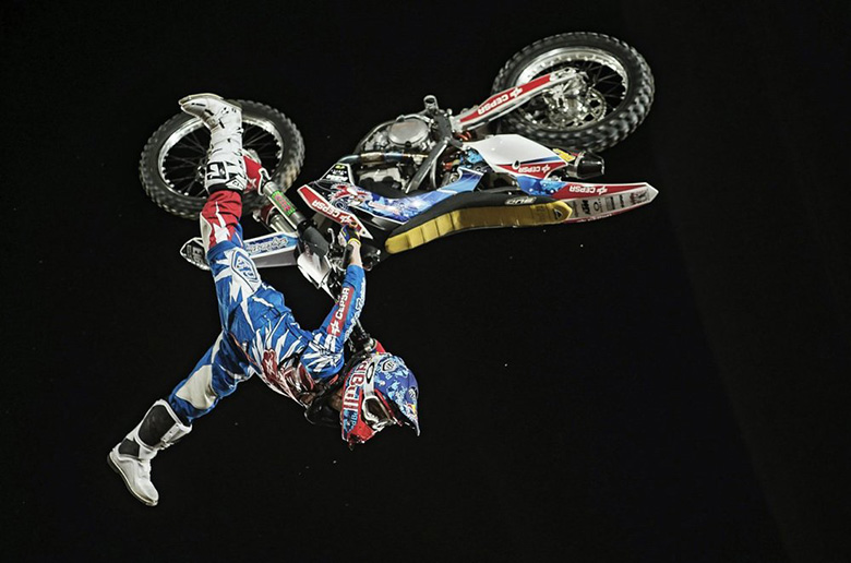 Freestyle Motocross: Τι είναι το Paris Hilton flip;