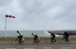 Κάνοντας ποδήλατο κόντρα στον άνεμο