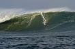 Σέρφερ αντιμέτωπος με κύματα ύψους 18 μέτρων