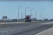 Φορτηγό τουμπάρει από ισχυρούς ανέμους