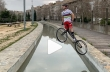 Άλμα με ποδήλατο πάνω από κανάλι 2 μέτρων