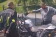 Φάρσα σε έναν μοτοσικλετιστή