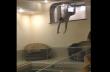 Βουτιά σε μια εσωτερική πισίνα
